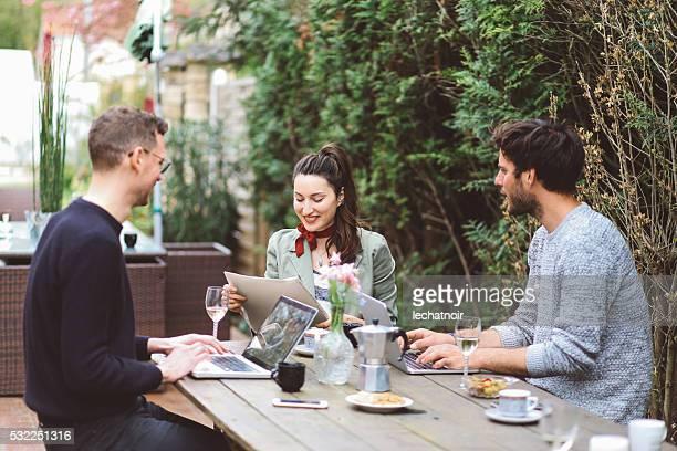 Kaffeepause im Paris im Freien co-Arbeitsbereich