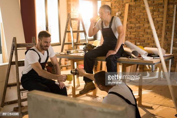 Koffiepauze op bouwplaats!