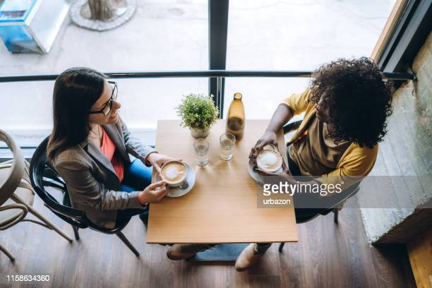 coffee break with friend - coffee shop stock pictures, royalty-free photos & images