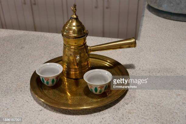 coffee cups and pot on a copper tray. - emreturanphoto stock-fotos und bilder