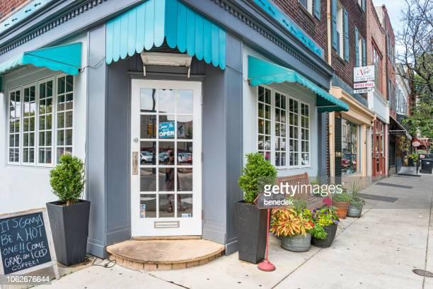 coffee shop on south street in south philadelphia pennsylvania usa - philadelphia pennsylvania imagens e fotografias de stock