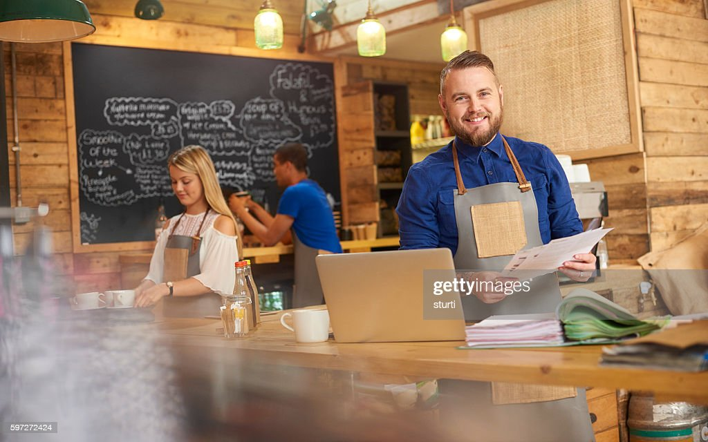 Coffee Shop Owner Cash Flow Stock-Foto   Getty Images