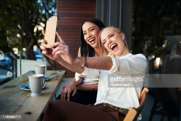 coffee shop selfies are the best - amizade feminina imagens e fotografias de stock