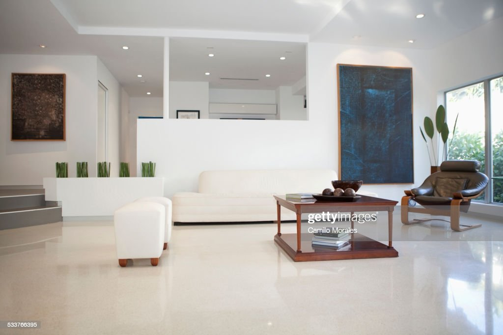 Coffee table, chairs and walls in modern living space : Foto stock