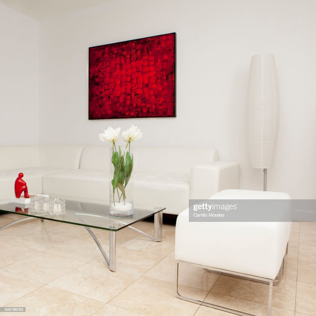 Coffee table, sofas and wall art in modern living room : Foto stock