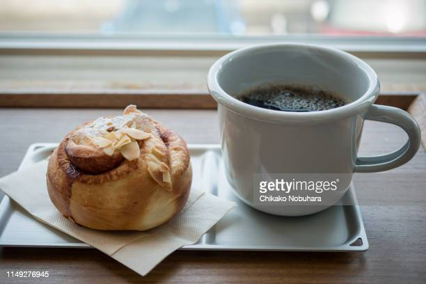 coffee time - sweet bun stock pictures, royalty-free photos & images