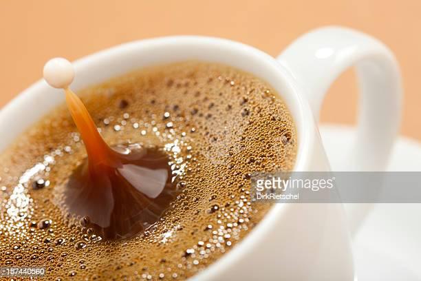 Kaffee mit Milch.