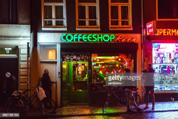 coffeeshop em amsterdã, holanda - amsterdã - fotografias e filmes do acervo