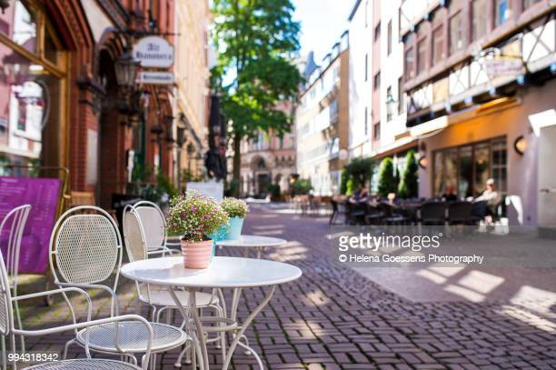 coffeeshop in hannover - pavement cafe stock pictures, royalty-free photos & images