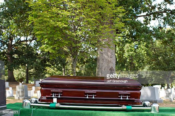 coffin lowering into grave in military cemetery, arlington, virginia, united states - religious service stock pictures, royalty-free photos & images