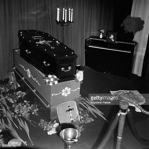 Coffin of French singer Edith Piaf who died after a cerebral haemorrhage at the age of 47 near her piano at her home on October 13 1963 in Paris...