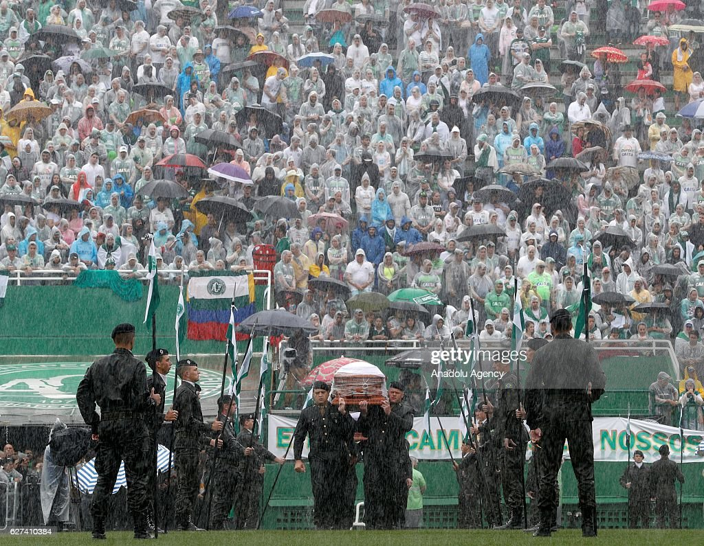 Ceremony for the  players of Chapecoense : ニュース写真