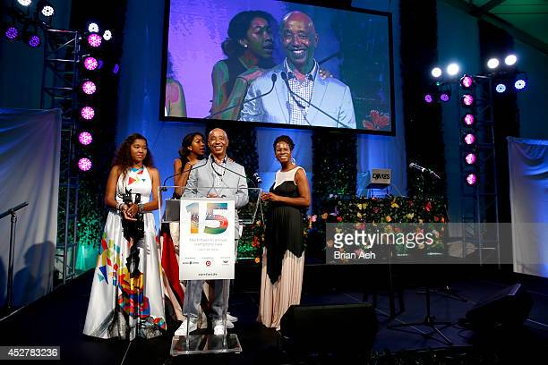 Cofounder of the Rush Philanthropic Arts foundation Russell Simmons speaks on stage at the 15th annual Art for Life Gala hosted by Russell and Danny...