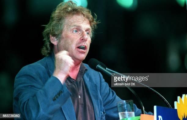 CohnBendit Daniel * Politiker Autor Die Gruenen D/ Frankreich Mitglied des Europaeischen Parlamentes seit 1994 Rede auf dem Sonderparteitag 'Der...