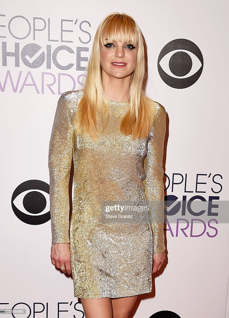 Co-host Anna Faris poses in the press room at the 41st Annual People's Choice Awards at Nokia Theatre LA Live on January 7, 2015 in Los Angeles, California.