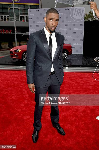 Cohost Jay Pharoah attends the 2016 American Music Awards Red Carpet Arrivals sponsored by FIAT 124 Spider at Microsoft Theater on November 20 2016...
