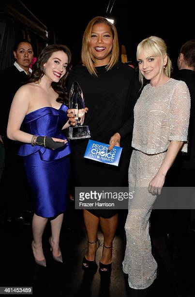 Cohost Kat Dennings tv personality Queen Latifah and actress Anna Faris pose with the Favorite New Talk Show Host award during The 40th Annual...