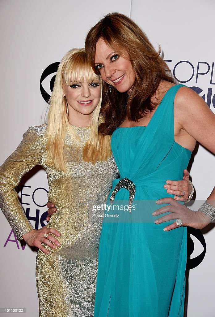 Co-hosts Anna Faris (L) and Allison Janney pose in the press room at the 41st Annual People's Choice Awards at Nokia Theatre LA Live on January 7, 2015 in Los Angeles, California.