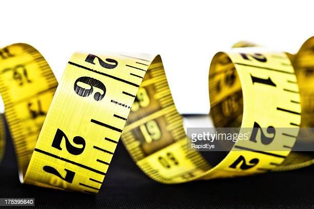 コイル状両面メジャーテープを示す centimetres インチ、 - センチメートル ストックフォトと画像