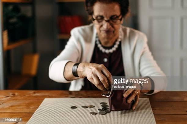 münze für münze - pensionierung stock-fotos und bilder