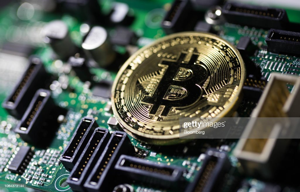 File: Crypto Losses Near $700 Billion In Worst Week Since Bubble Burst : News Photo