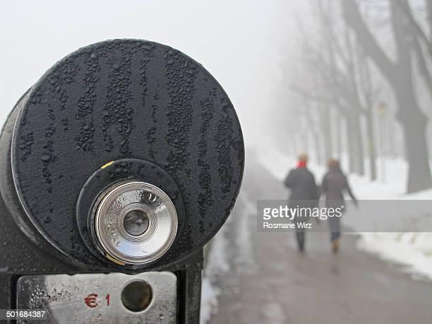 Coin-operated binocular