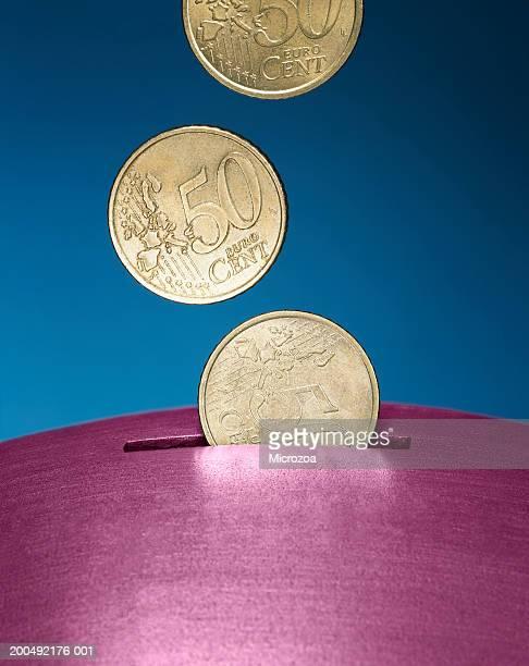 coins falling into slot - microzoa imagens e fotografias de stock