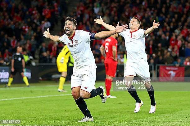 Coke of Sevilla celebrates scoring a goal to make the score 13 during the UEFA Europa League Final between Liverpool and Sevilla at St JakobPark on...