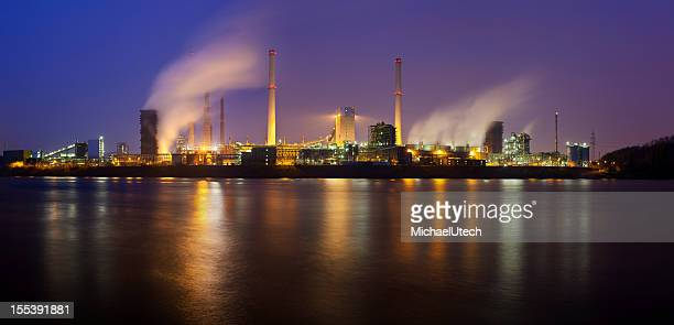 coking plant by river at night - north rhine westphalia stock pictures, royalty-free photos & images
