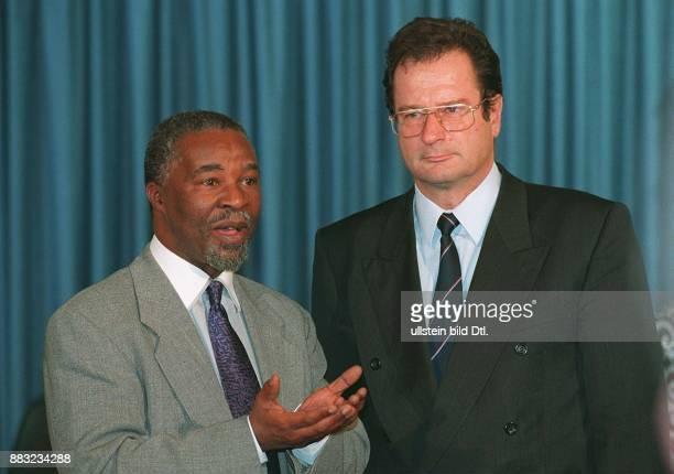 - col *- Politiker, FDP, D Bundesaußenminister - Treffen mit dem Vizepräsidenten der Republik Südafrika, Thabo Mbeki in Bonn