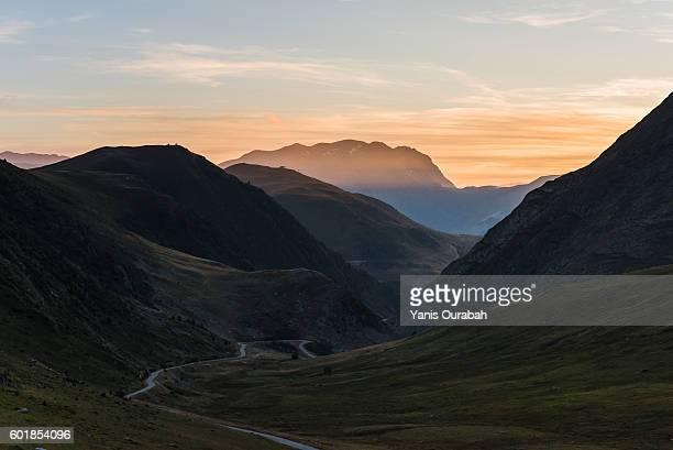 col de la sarenne : french alps landscapes in summer - イゼール県 ストックフォトと画像