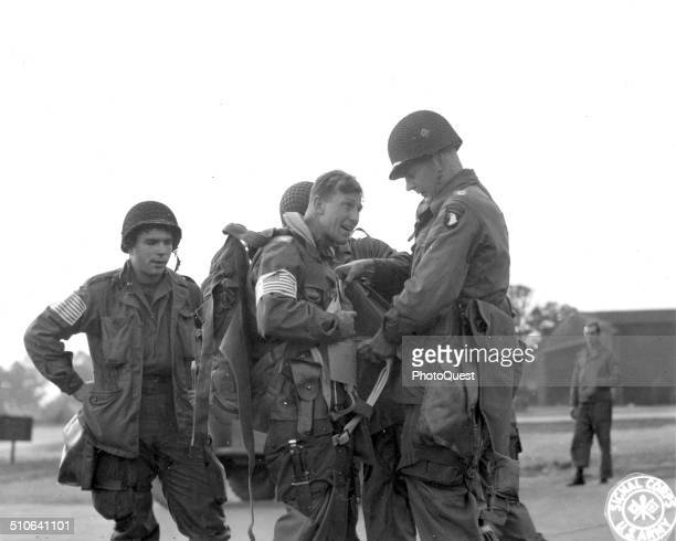 Col Howard Johnson, center, one of the American paratroopers who landed in Holland on Sunday afternoon, is shown at an airport just before the takoff...