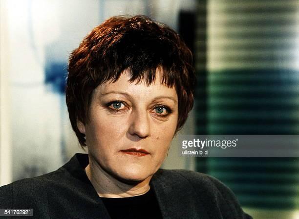 COLSchriftstellerin D/Rumänien lebt seit dem inDeutschland Juni 1997