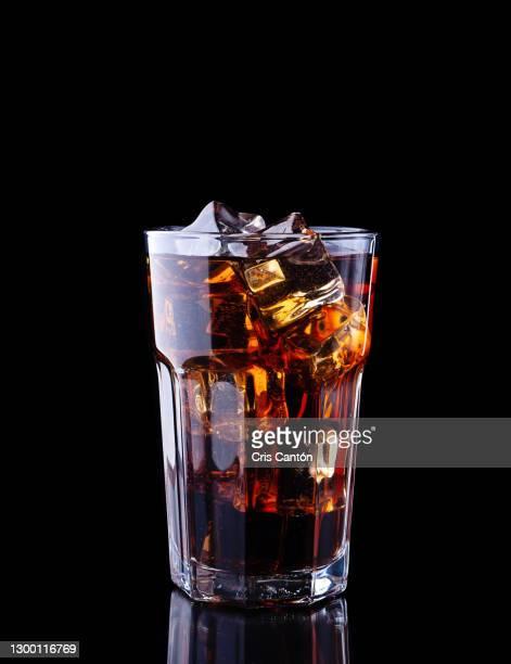 cola drink in tall glass - cris cantón photography fotografías e imágenes de stock