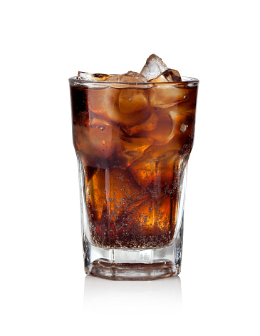 Cola glass with ice cubes 530428650