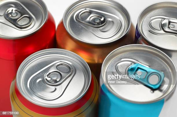 cola soda fizzy drinks cans - bibita foto e immagini stock