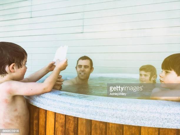 Kaltes Eis mit Whirlpool Brüder und Papa