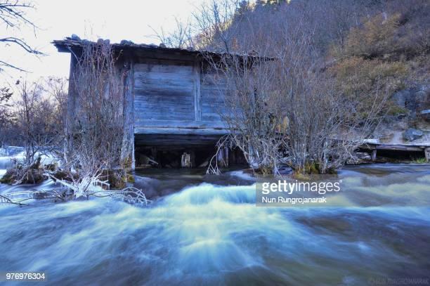 cold stream - nun stock-fotos und bilder