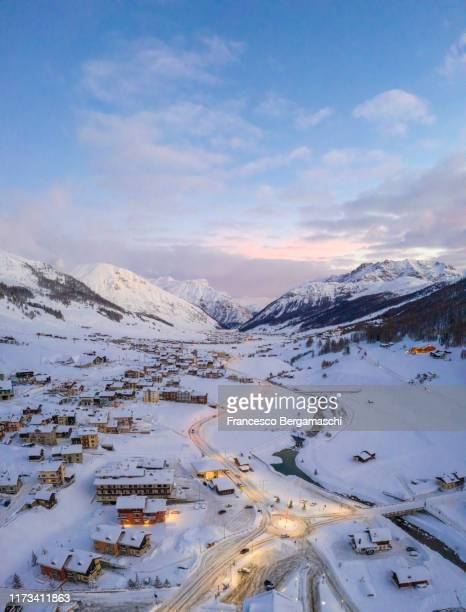 "cold sunrise in the""little tibet"" is called the village of livigno, valtellina, lombardy, italy. - lombardia - fotografias e filmes do acervo"