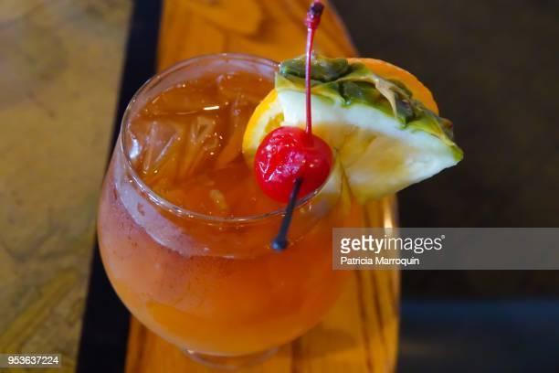 cold, tropical mai tai cocktail - mai tai fotografías e imágenes de stock