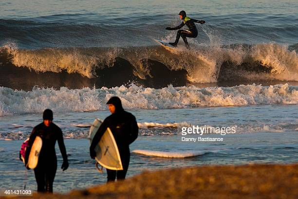CONTENT] Cold wintersurf @ Domburg The Netherlands while 2 surfers quit there session another one floats on the wave
