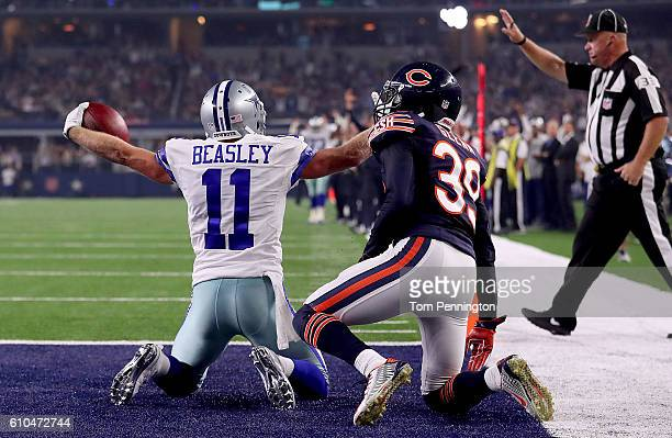 Cole Beasley of the Dallas Cowboys makes a catch as Jacoby Glenn of the Chicago Bears defends during a game between the Dallas Cowboys and the...
