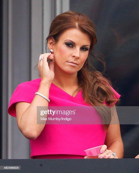 Fashion And Celebrities At Aintree - Day 1 : Fotografía de noticias
