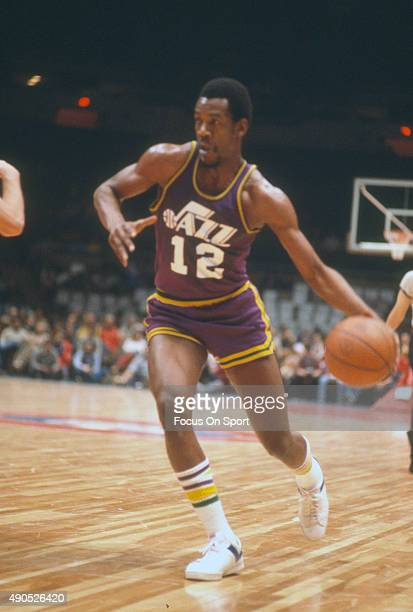 C Coleman of the New Orleans Jazz dribbles the ball against the New York Nets during an NBA basketball game circa 1975 at Nassau Veterans Memorial...