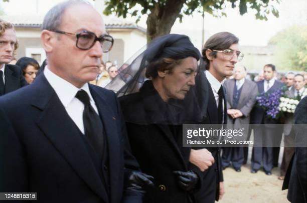 Colette Boulin assistant aux obsèques de son mari, Robert Boulin, ministre du Travail et de la Participation de Valery Giscard d'Estaing