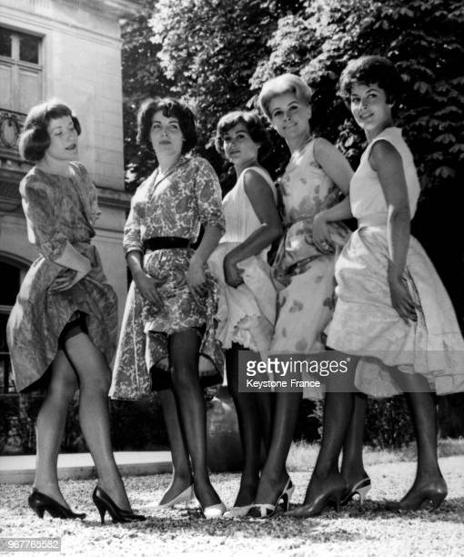 Colette Renard and four models showing the new stockings trends for next season in May 281959