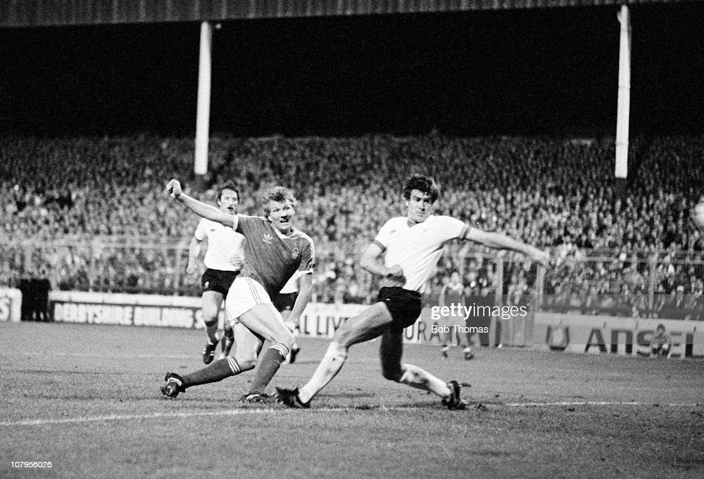 Nottingham Forest v Liverpool -  European Cup 1st Round 1st Leg : News Photo