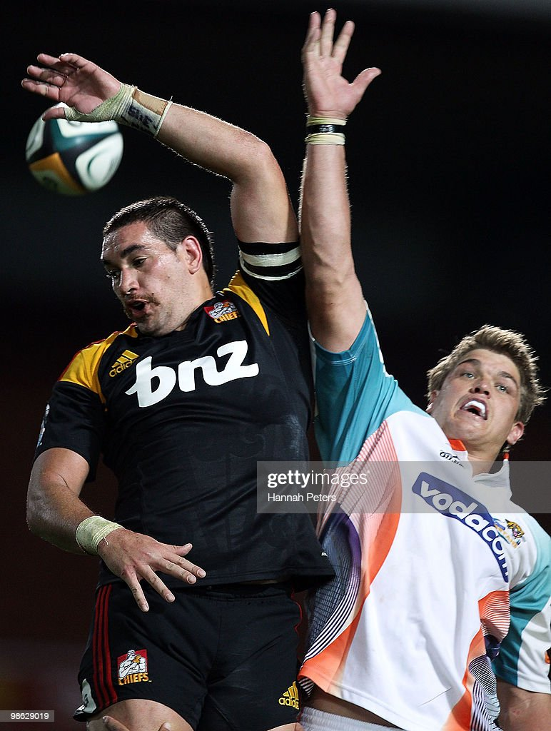 Colin Bourke of the Chiefs competes with Juan Smith of the Cheetahs in the lineout during the round 11 Super 14 match between the Chiefs and the Cheetahs at Waikato Stadium on April 23, 2010 in Hamilton, New Zealand.