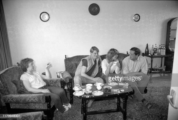 Colin Dawson and Denise Biellmann at his parents in England 1983 Colin Dawson and Denise Biellmann at his parents in England 1983