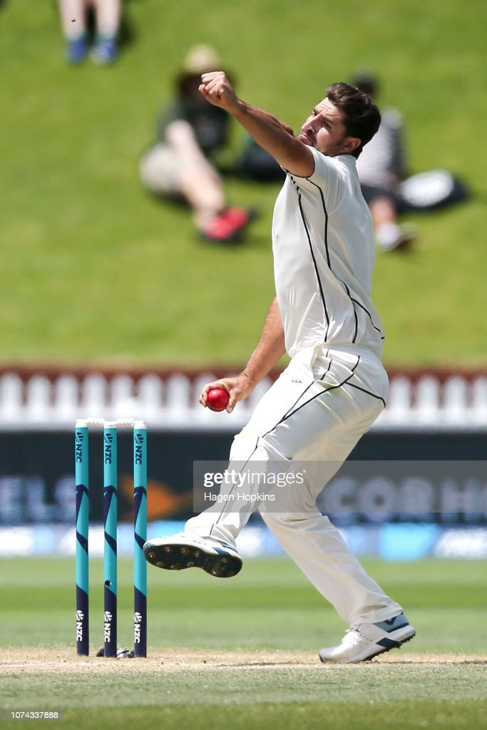 a19f66d1 Colin de Grandhomme of New Zealand bowls during day four of the ...
